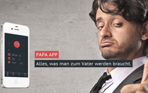 Ein weisses iPhone mit der Papa App auf der linken Seite und ein junger Vaater mit Daumen hoch auf der rechten Seite.
